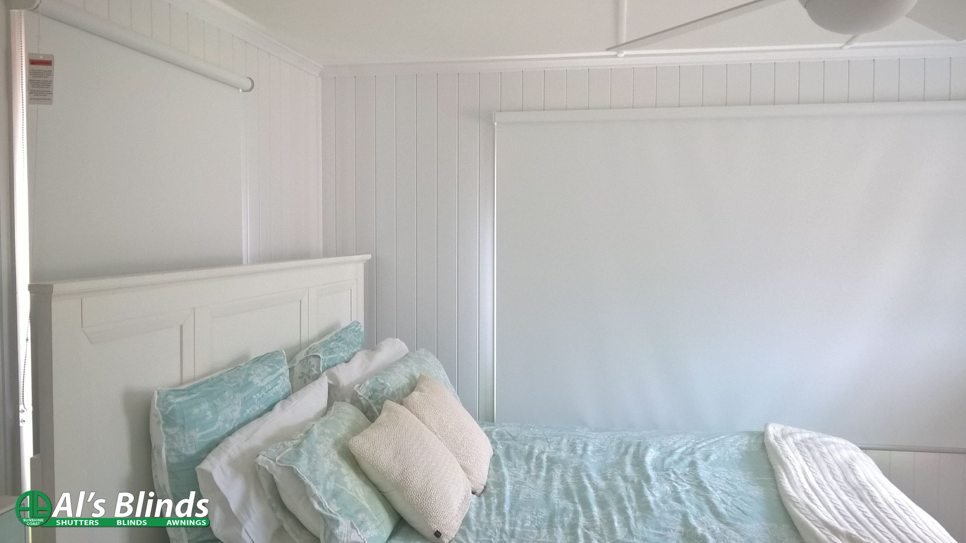 Roller Blind including Blockout Fabric